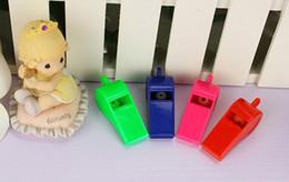 Abanicos de colores online-DHL gratis 4 Estilos Coloreado de plástico Silbato Juguete para niños Deportes Silbato Fans Partido Árbitro Silbato Cordón Accesorios de joyería G766R