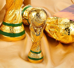 2019 souvenirs de football en gros En gros 5 pcs 2018 Trophée De La Coupe Du Monde Russe mini Modèle Doré Résine artisanat 13 cm solide Football trophée fan souvenir de décoration promotion souvenirs de football en gros