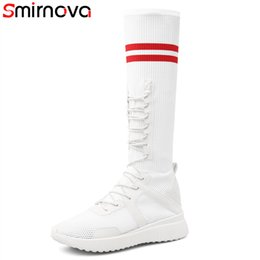 2019 botas de tecido alto joelho flat Smirnova HOT 2018 moda na altura do joelho botas stretch tecido + botas de couro genuíno dedo do pé redondo plana com med saltos mulheres botas de tecido alto joelho flat barato