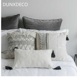 Cuscino bianco nero moderno online-DUNXDECO Cuscino Decorativo Federa Nordic Geometrico Bianco Nero Linee Nappe Modern Home Office Sofa Chair Decor