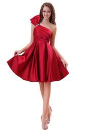 Vestidos cortos de un hombro rojo online-2018 Vestido de satén con hombros descubiertos hasta la rodilla y espalda con cremallera Rojo Vestido corto de fiesta Vestido de fiesta