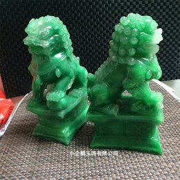 Wholesale China Natural Jade Resin Dragon Green Art Craft Intagliato a mano Statues Lion Shape Business Gift Colleziona Ornament Creative xq jj