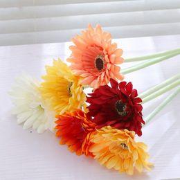 Fiori di seta artificiali di fiori online-Simulazione di fascia alta Daisy Fake Flowers delicato delicato piccolo bouquet fatto a mano fiore di seta artificiale vendita calda 1 6lx KK