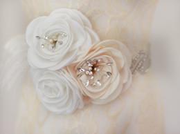 Пояс пояса перьев онлайн-Sash свадебные , свадебный пояс, Кристалл пояс, горный хрусталь драгоценными камнями платье пояс, новый белый слоновой кости ткани цветы перья пояса