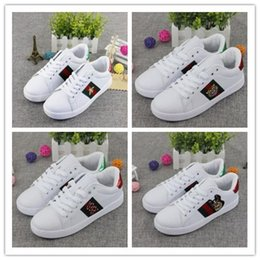 Wholesale Men Casual Loafers Shoes White - 2018 New Designer Brand Men Women Loafers Sneakers Fashion G embroidery Small Bee Tiger head snake White G Casual Flat Shoes 36-44