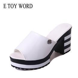 Brinquedos de couro on-line-E BRINQUEDO Palavra Sapatos de Verão Sapatos Da Moda Mulheres Sandálias de Salto Alto de Couro Macio Plataforma sandálias Senhoras Sandálias Cunhas mulher