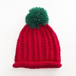Beanie das meninas vermelhas on-line-Red Hat Mulheres Macio Quente Ladies Pompom Skullies Gorros Outono E Inverno Meninas Tampas De Malha Grosso Sólida Feminina Chapéus Bonitos