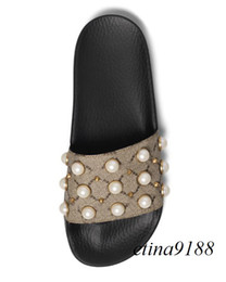 Wholesale Strap Flat Girls - 2018 mens and womens fashion rubber Slides Sandals with Pearl effect and gold-toned studs boys and girls outdoor beach slippers