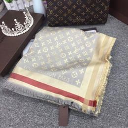 Femme soie cachemire foulard carré foulard châle Wraps 140 * 140 cm vente chaude lettre fleur foulard imprimé pour l'automne hiver avec boîte L-45-883 ? partir de fabricateur