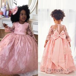 Vestidos del desfile para las muchachas 2018 Pink Lace Illusion manga larga Vestidos de niña de las flores para las bodas con los vestidos de la primera comunión del arco del arco EN2284 desde fabricantes