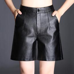 En cuir PU Midi Shorts Femmes Mince Taille Haute Large Jambe Pantalon Court  Automne Hiver Mode Noir Botte Coupée Taille Haute Short Grand 4XL 9808b582656
