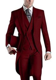 hommes vêtus d'un costume rouge foncé Promotion Matin Style Tailcoat Rouge Tuxedos Marié Beaux Hommes De Mariage Porter De Haute Qualité Hommes Formelle Party Costume (Veste + Pantalon + Cravate + Gilet) 987