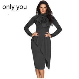 Seulement les robes des femmes en Ligne-Seulement Vous Manches Longues Femmes Travail Porter Noir Asymmetric Peplum Style Pussy Arc Genou Longueur Robe De Gaine Robes Elegant LC61826