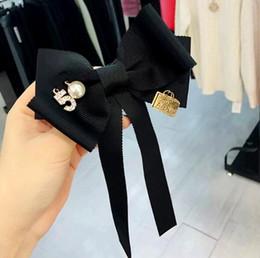 Korea Stile Bowknot Krawatte Broschen Nummer 5 Kristall Perle Brosche Pins Corsage Shirt Zubehör Brosche Schmuck von Fabrikanten