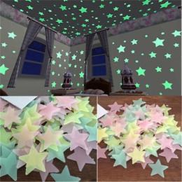 2019 gli adesivi da parete pvc scintillano scuri 100 pezzi / set 3D stelle luminose Adesivi murali glow in the dark Home Decor fai da te per la camera dei bambini soggiorno Adesivo gli adesivi da parete pvc scintillano scuri economici