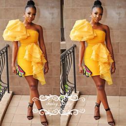 Argentina 2018 oro amarillo corto vestidos de coctel para las mujeres sexy un hombro volantes vaina mini club wear party dress vestido formal Suministro