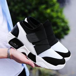 Calzado de primavera para hombre online-Resorte de la manera respirable con cordones de las zapatillas de deporte Up Entrenadores gran tamaño extra grande de 39-44 Calzado de hombres calzado para correr verano para hombre del zapato de malla