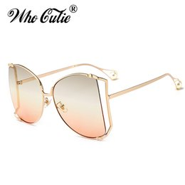 Wholesale pearl shade - WHO CUTIE 2018 Oversized Round Butterfly Sunglasses Women Retro Vintage Lady Metal Frame Pearl Tips GG Sun Glasses Shades OM564