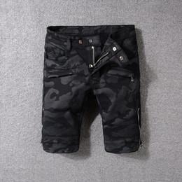 2018 nuevo estilo famoso diseño de la novedad Personalidad con cremallera pantalones cortos de mezclilla hombres pantalones cortos elegantes biker jeans estilo rock patchwork jeans para hombres desde fabricantes