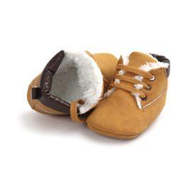 Sapatos de bebê meninos inverno camurça sapatilha de couro da criança sapatos de bebê anti-slip soft soled lace up botas de neve bota quente de Fornecedores de projetos novos das flores do crochet