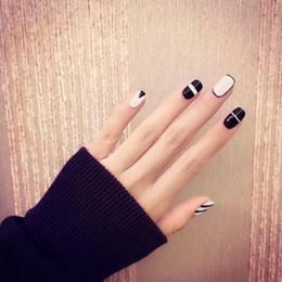 Pregos acrílicos brancos pretos on-line-Beleza listras preto e branco False Nails Acrílico Dicas Completo Nail Stickers Tool