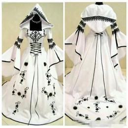 2019 cappelli da sposa in raso 2019 Vintage A-Line Black Lace White Satin Gothic Lace Abiti da sposa Abiti da sposa con cappello Fiori Vestidos De Mariee cappelli da sposa in raso economici