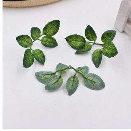 planta de rosa verde Rebajas 10 unids verde artificial deja la decoración del hogar de la boda rosa hojas DIY cortar y pegar arte falsas flores plantas artificiales