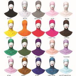 mulheres usando gorro de cabeça Desconto 20 Cores Mulheres Muçulmanas Hijab Cap Cabeça Islâmica Wear Hat Cor Sólida Cobertura Completa Feminino Lenços Muçulmanos Estilo Étnico Ninja Hijab