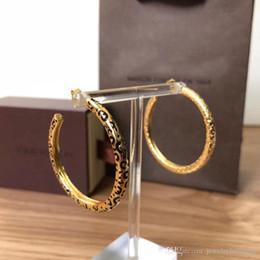 Ganchos de latón chapado online-Top latón Nombre de la marca Pendiente lujoso forma de gancho chapado en oro de 18K con logo y esmalte Pendientes Mujer Joyas de marca PS5729