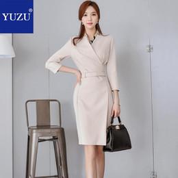 2019 cinturones midi Vestido de Midi Ropa de mujer 2018 Oficina de otoño Ropa de trabajo elegante Cuello en V manga tres cuartos con cinturón Lápiz Vestidos cinturones midi baratos