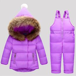 2019 cappotto di neve del neonato Inverno Bambini Set di abbigliamento Tuta Giacche da neve + bavaglino Pant 2pcs Set Baby Boy Girls Duck Down Cappotto Giacca con cappuccio in pelliccia cappotto di neve del neonato economici