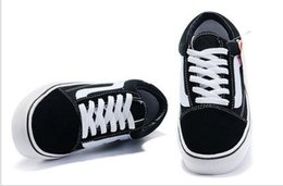 2018 повседневная холст обувь классический белый черный бренд женщин и мужчин кроссовки скейтбординг обувь размер EUR 35-44 cheap size 44 shoe от Поставщики размер 44 обуви