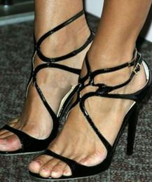 style de célébrités Promotion 2018 Hotsell en cuir verni rouge sandales peep toes célébrité style étoiles chaussures boucle sangle sandales à talons femme chaussures