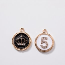 2019 handgefertigte metall-tags 16 * 19 MM 30 Teile / paket KC Gold Farbe Nummer 5 / Krone Glas Glas Kristall Strass Legierung Anhänger Schmuck Charms