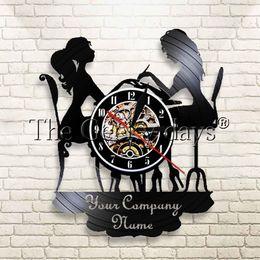 Schönheitssalon kunst online-1 Stück Customs Wanduhr Salon Uhr Mit Ihrem Firmennamen Vinyl Record Wandkunst mit Ihrem Logo Beauty Shop Zeichen