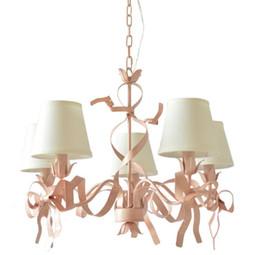 Люстры для гостиной онлайн-Романтические люстры Regron Led Pink Iron Люстры в средиземноморском стиле Натуральный галстук-бабочка Подвесной светильник Lustre Lounge