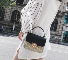 bolsos hechos a mano blanco negro Rebajas Nuevo tejido hecho a mano mujeres designe bolsos de hombro femenino de la cadena Cross body messenger bags lady moda casual pequeños monederos negro / blanco