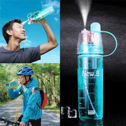 2019 envasado de botellas de agua Botella de agua portátil de alta calidad plástica del espray de los deportes de 600ml para las botellas de consumición creativas de la bicicleta al aire libre con el paquete al por menor rebajas envasado de botellas de agua