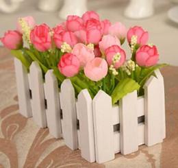 Recinzione di fiore artificiale online-Flower Bonsai 1 Set 16cm Vaso di legno per recinzione + Fiori Rosa e margherita Set di fiori artificiali Fiori di seta Decorazione domestica Regalo di compleanno