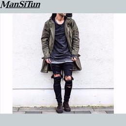 Man si Tun 2017 Los pantalones de moda más nuevos de Hip Hop Cool Mens Ropa  urbana mono Los hombres de la cremallera de estrellas de rock con agujeros  rotos ... 862d9fbdb4d