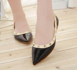 Wholesale american classic shoes - Women's shoes2018 spring and autumn new 34-43 large size European and American classic rivets pointed flat shoes