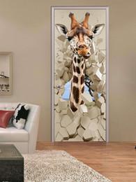 Carta da parati di fumetti giraffa online-PVC Adesivi autoadesivi impermeabili Adesivi per porte in PVC 3D Carta da parati Cartone animato Giraffa Poster creativo Porta murale Carta da parati Camera da letto per bambini