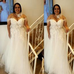 2018 Brautkleider in Übergröße Schulterfrei A-Linie Tulle Applizierte Spitze Sexy Illusion Durchsichtig Große Frauen Fett Günstige Brautkleider Sommer von Fabrikanten