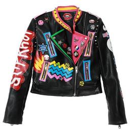 Factoryoutlet 2018 hiver nouvelle mode femme court paragraphe Slim leathe  lettre lettre graffiti hit couleur rivet veste en cuir W1525 veste de rivet  pu pas ... 212c55f8afe