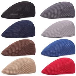 Boina de malla online-Men Mesh Driving Golf Cap Al aire libre verano Newsboy Beret Hat Color sólido Nueva moda