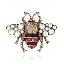 Broche de diamantes de imitación de la vendimia online-Vintage Rhinestone Brooches Lovely Bee Pins With Pearl Pins Accessories For Clothes Luxury Brooches For Christmas Gift