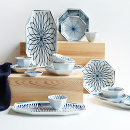 Pratos japoneses pratos on-line-Forma octogonal conjunto de louça japonesa azul e branco Porcelana, bandeja de jantar, pratos de jantar, tigelas de arroz, pratos de molho, xícaras de chá
