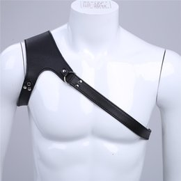 Erkek Iç Çamaşırı Gece Kulübü Cosplay Giysi Faux Deri Ayarlanabilir Tek omuz Vücut Göğüs Demeti Esaret Kostüm Tokaları ile nereden