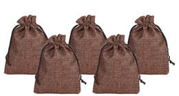 MARRÓN 7x9 cm 9x12 cm 13 x 18 cm 10 x 15 cm Mini bolsa de yute bolsa de lino de cáñamo regalo de la joyería bolsa de lazo bolsas para favores de la boda, cuentas desde fabricantes