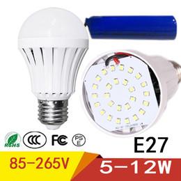 2019 batería led e27 Bombilla de emergencia LED de carga automática 5W 7W 9W 12W blanco frío recargable batería de la lámpara E27 AC85-265V LED Lampada SMD 5730 batería led e27 baratos